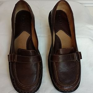 Born Brown Flat Loafer Sz 8.5